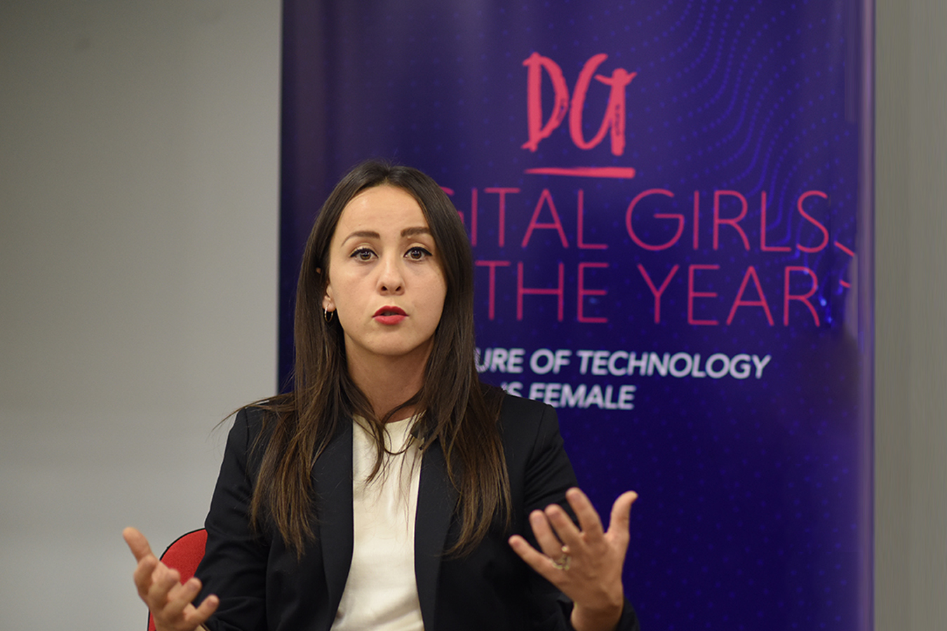 Siri cracks the business field – Digital Girls of the Year