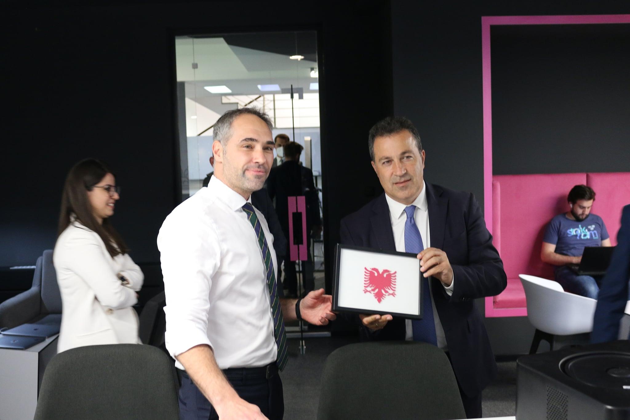 Ministri i Mbrojtjes i Shqipërisë viziton ICK-në