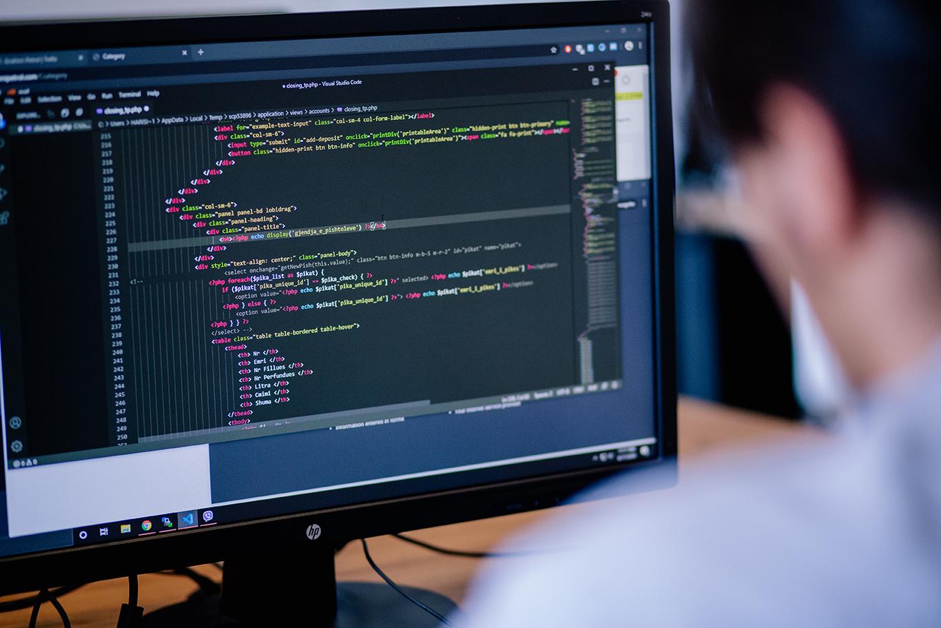 Ftesë për shprehje të interesit për ofrues të trajnimeve në fushën e teknologjisë